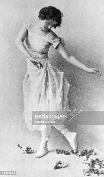 Isadora Duncan performing a classical Greek dance