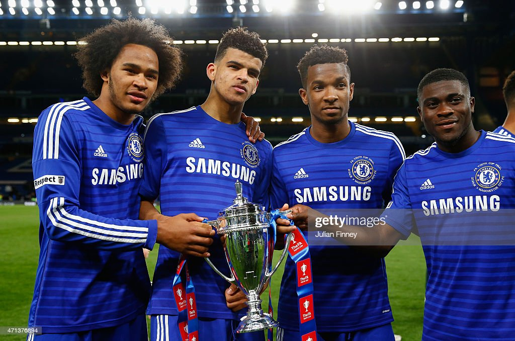 Isaiah Brown Dominic Solanke Kasey Palmer and Jeremie Boga of Chelsea with the winners trophy during the FA Youth Cup Final second leg match between...