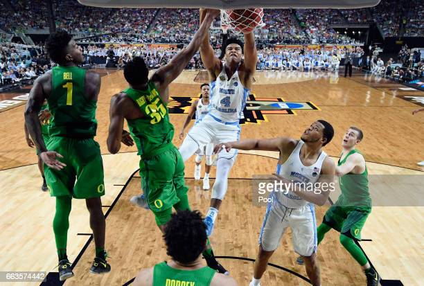 Isaiah Hicks of the North Carolina Tar Heels dunks against Kavell BigbyWilliams and Jordan Bell of the Oregon Ducks in the first half during the 2017...