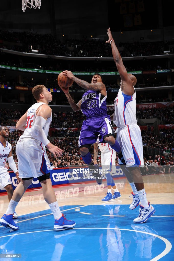 Isaiah Thomas #22 of the Sacramento Kings goes to the basket against Blake Griffin #32 and Lamar Odom #7 of the Los Angeles Clippers at Staples Center on December 21, 2012 in Los Angeles, California.