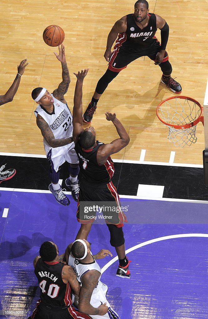 Isaiah Thomas #22 of the Sacramento Kings shoots against <a gi-track='captionPersonalityLinkClicked' href=/galleries/search?phrase=Chris+Bosh&family=editorial&specificpeople=201574 ng-click='$event.stopPropagation()'>Chris Bosh</a> #1 of the Miami Heat on January 12, 2013 at Sleep Train Arena in Sacramento, California.