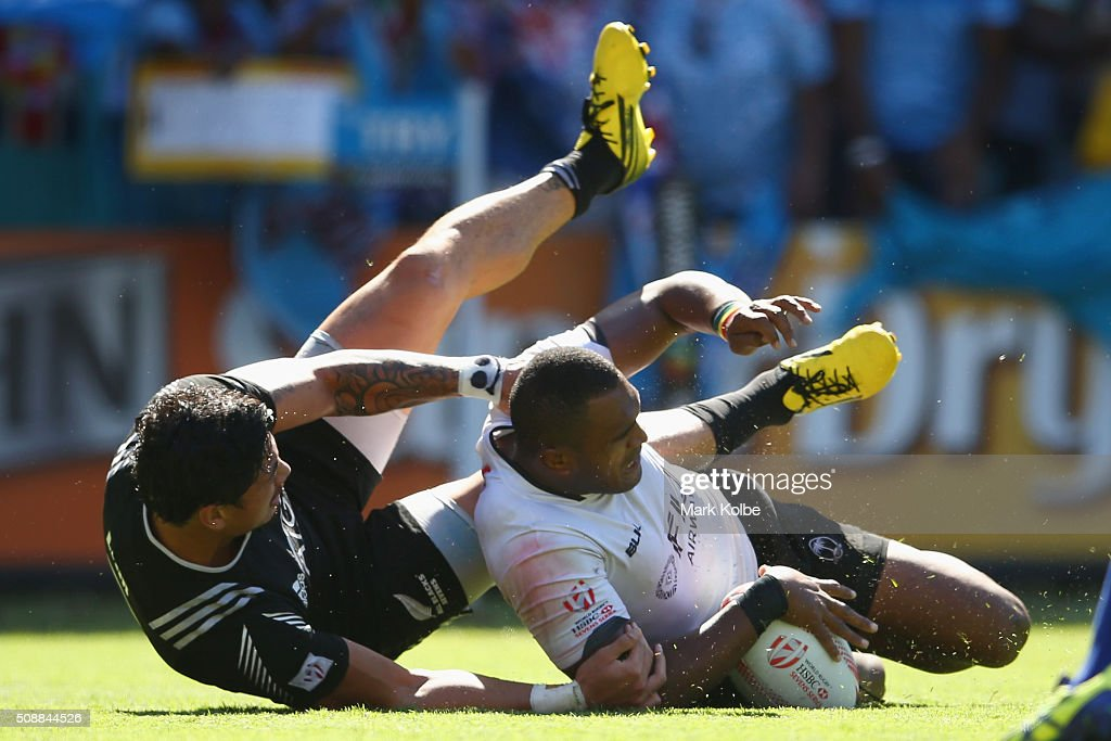 Isake Katonibau of Fiji scores atry under pressure from Ben Lam of New Zealand during the 2016 Sydney Sevens cup semi final match between New Zealand...