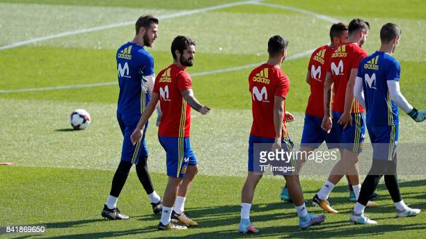 Isco Alarcón of Spain David De Gea of Spain Marco Asensio of Spain Saul of Spain Koke of Spain and Kepa of Spain looks on during a training session...