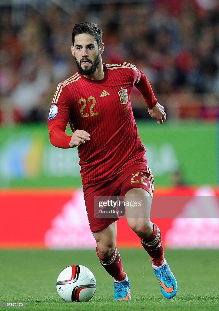 Isco Alarcon of Spain carries the ball forward during the Spain v Ukraine EURO 2016 Qualifier at estadio Ramon Sanchez Pizjuan on March 27 2015 in...