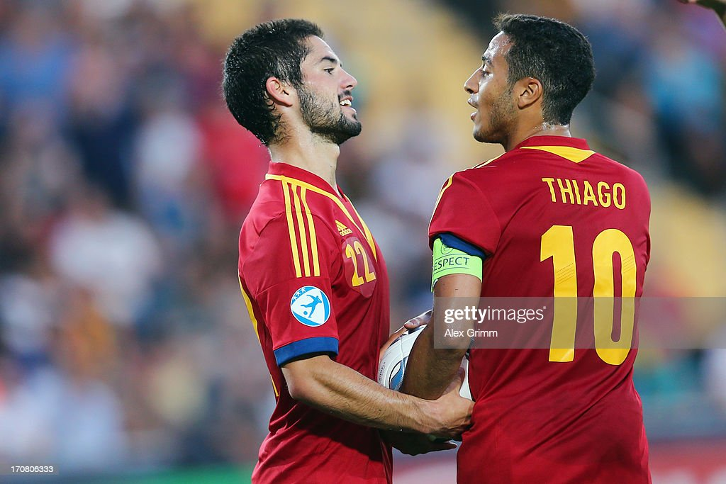 <a gi-track='captionPersonalityLinkClicked' href=/galleries/search?phrase=Isco&family=editorial&specificpeople=5848609 ng-click='$event.stopPropagation()'>Isco</a> (L) and Thiago Alcantara of Spain discuss before a penalty during the UEFA European U21 Championship final match between Italy and Spain at Teddy Stadium on June 18, 2013 in Jerusalem, Israel.