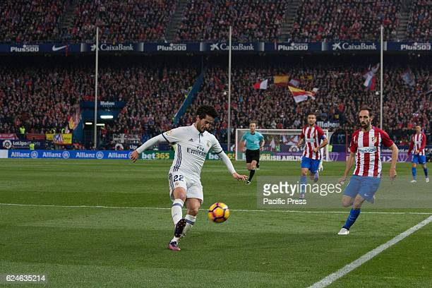Isco control the ball in front of Juanfran Real Madrid beats Atletico de Madrid by 3 to 0 in the last League derby in estadio Vicente Calderon