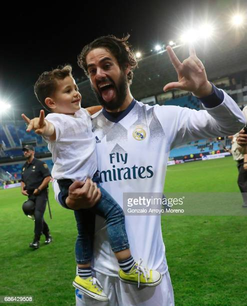 Isco of Real Madrid celebrates with his son following the La Liga match between Malaga and Real Madrid at La Rosaleda Stadium on May 21 2017 in...