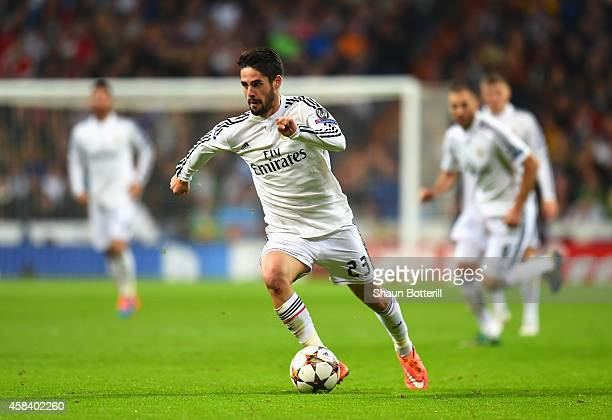 Isco of Real Madrid CF on the ball during the UEFA Champions League Group B match between Real Madrid CF and Liverpool FC at Estadio Santiago...