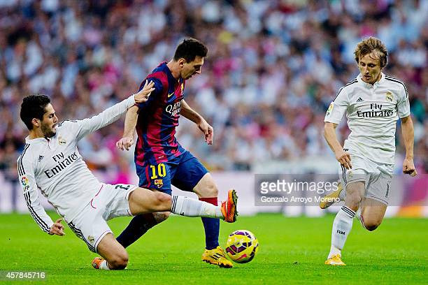 Isco of Real Madrid CF tackles Lionel Messi of Barcelona during the La Liga match between Real Madrid CF and FC Barcelona at Estadio Santiago...