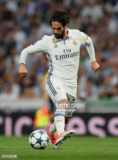 Isco of Real Madrid controls the ball during the UEFA Champions League Quarter Final second leg match between Real Madrid CF and FC Bayern Muenchen...