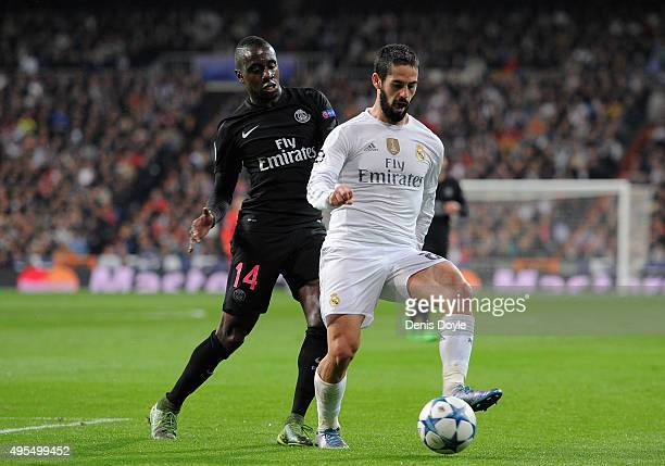 Isco of Real Madrid holds off Blaise Matuidi of PSG during the UEFA Champions League Group A match between Real Madrid CF and Paris SaintGermain at...