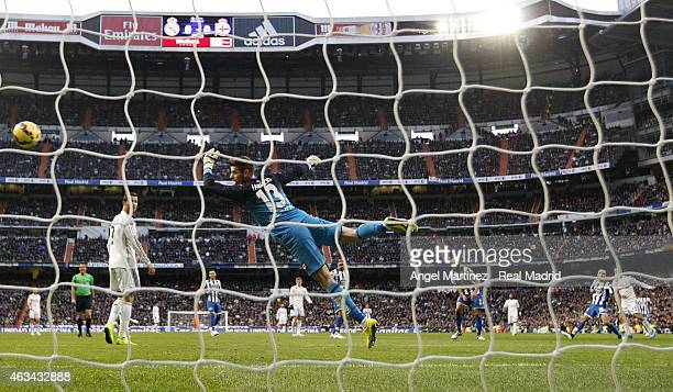 Isco of Real Madrid scores the opening goal past Fabricio Agosto of Deportivo La Coruna during the La Liga match between Real Madrid CF and RC...