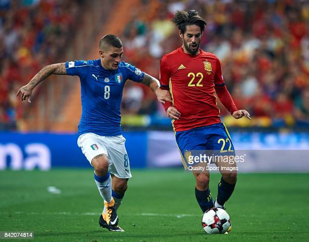 Isco of Spain competes for the ball with Marco Verratti of Italy during the FIFA 2018 World Cup Qualifier between Spain and Italy at Estadio Santiago...