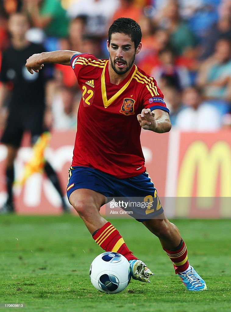 <a gi-track='captionPersonalityLinkClicked' href=/galleries/search?phrase=Isco&family=editorial&specificpeople=5848609 ng-click='$event.stopPropagation()'>Isco</a> of Spain controles the ball during the UEFA European U21 Championship Semi Final match between Spain and Norway at Netanya Stadium on June 15, 2013 in Netanya, Israel.