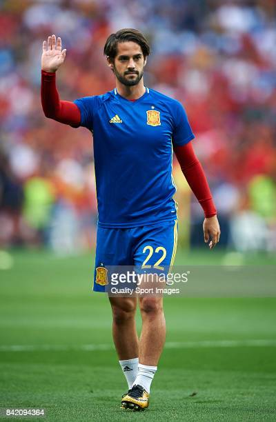 Isco of Spain looks on during the warm up prior the FIFA 2018 World Cup Qualifier between Spain and Italy at Estadio Santiago Bernabeu on September 2...