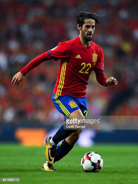Isco of Spain runs with the ball during the FIFA 2018 World Cup Qualifier between Spain and Italy at Estadio Santiago Bernabeu on September 2 2017 in...