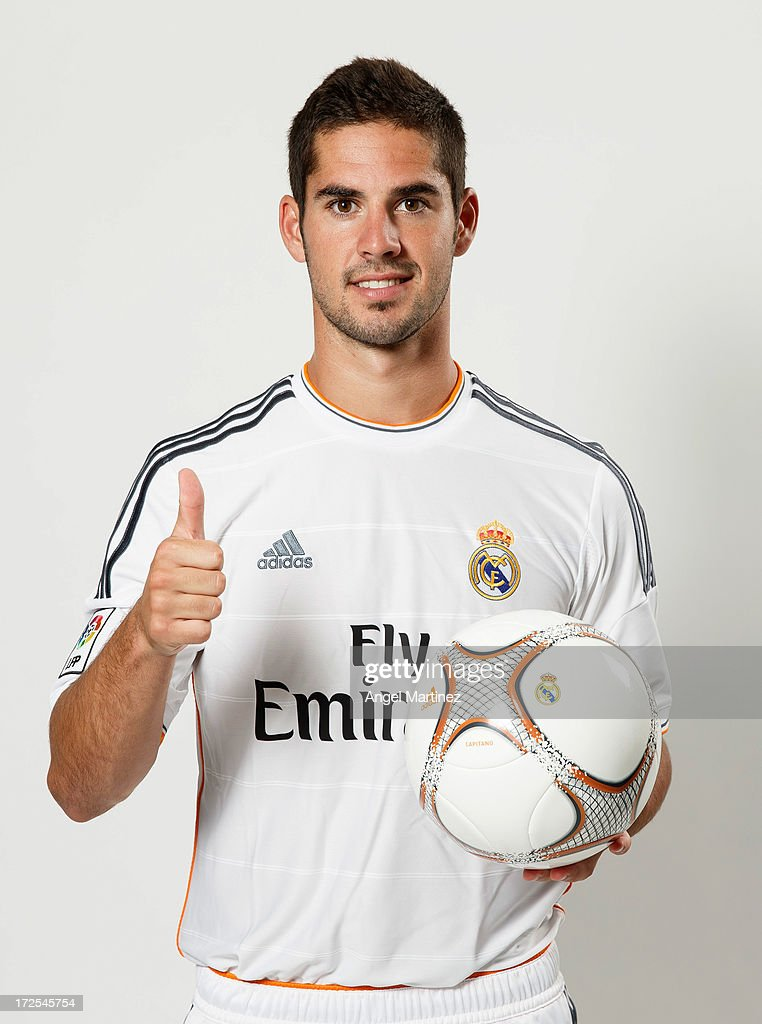 <a gi-track='captionPersonalityLinkClicked' href=/galleries/search?phrase=Isco&family=editorial&specificpeople=5848609 ng-click='$event.stopPropagation()'>Isco</a> poses during his official presentation as new Real Madrid player at the Santiago Bernabeu stadium on July 3, 2013 in Madrid, Spain.