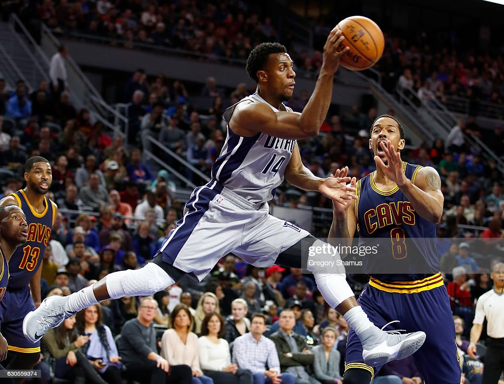 Ish Smith #14 of the Detroit Pistons passes around Channing Frye #8 of the Cleveland Cavaliers but was called for traveling during the first half at the Palace of Auburn Hills on December 26, 2016 in Auburn Hills, Michigan.