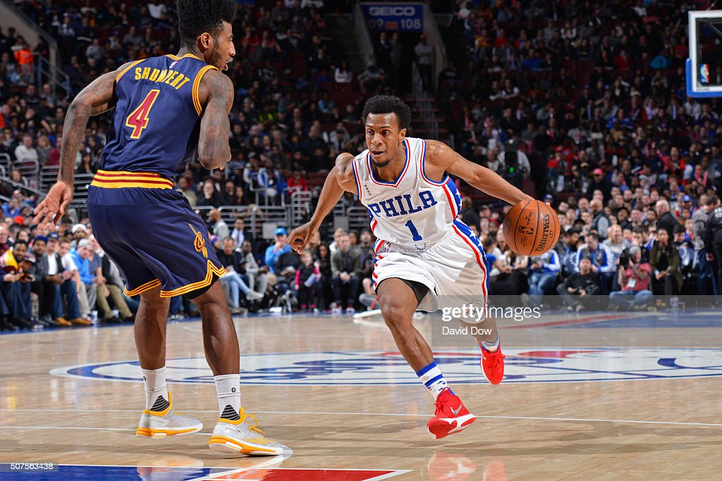 Ish Smith #1 of the Philadelphia 76ers dribbles the ball against the Cleveland Cavaliers at the Wells Fargo Center on January 10, 2016 in Philadelphia, Pennsylvania.