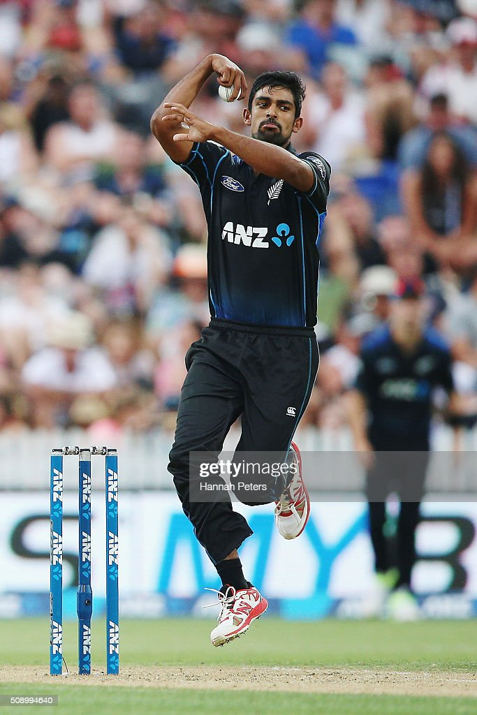Ish Sodhi of the Black Caps bowls during the 3rd One Day International cricket match between the New Zealand Black Caps and Australia at Seddon Park on February 8, 2016 in Hamilton, New Zealand.