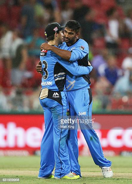 Ish Sodhi of the Strikers celebrates with Jake Lehmann of the Strikers after taking the final wicket of Clint McKay of the Thunder during the Big...