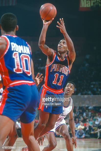 Isiah Thomas of the Detroit Pistons shoots against the Washington Bullets during an NBA basketball game circa 1990 at The Capital Centre in Landover...