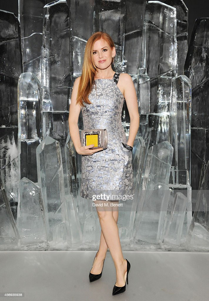 <a gi-track='captionPersonalityLinkClicked' href=/galleries/search?phrase=Isla+Fisher&family=editorial&specificpeople=220257 ng-click='$event.stopPropagation()'>Isla Fisher</a> attends the dinner hosted by Sandra Choi, Creative Director of Jimmy Choo, to unveil Jimmy Choo's new VICES collection and installation by British artist Mat Collishaw at One Mayfair on October 9, 2014 in London, England.