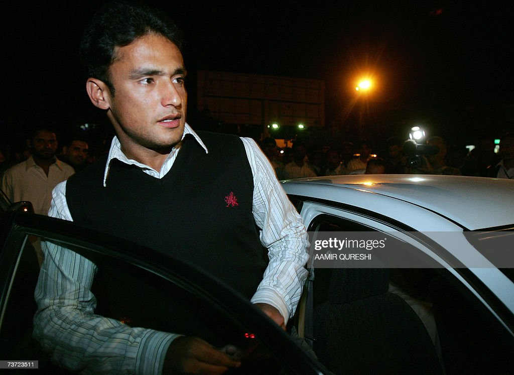 Pakistani cricketer Yasir Arafat enters a car upon his arrival to Islamabad airport, 28 March 2007, after a two-day stopover in London. Pakistan's cricket chief promised legislators that players will get legal aid if they are summoned to Jamaica for questioning over the murder of Coach Bob Woolmer. Pakistan Cricket Board chairman Naseem Ashraf was also asked when he appeared before the senate committee for sports about the team's poor performance at the World Cup, where Pakistan were dumped out by Ireland. AFP PHOTO/Aamir QURESHI