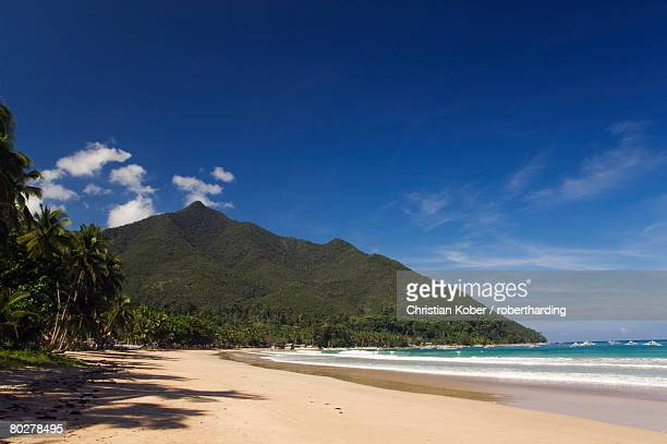 Island beach, coral fringe and clear waters, Bacuit Bay, El Nido Town, Palawan, Philippines, Southeast Asia, Asia