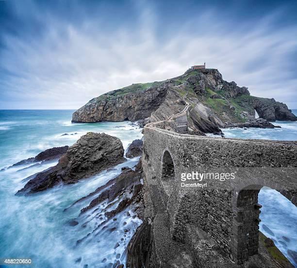 Insel Gaztelugatxe, old hermitage auf der felsigen Insel