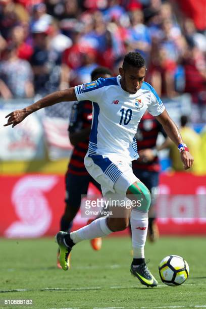 Ismael Diaz of Panama drives the ball during the Group B match between United States and Panama as part of the Gold Cup 2017 at Nissan Stadium on...