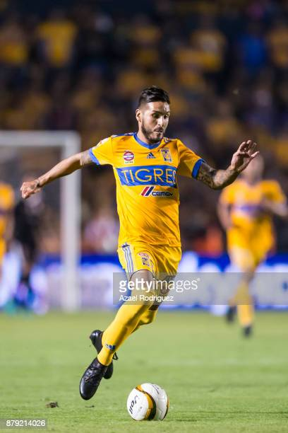 Ismael Sosa of Tigres drives the ball during the quarter finals second leg match between Tigres UANL and Leon as part of the Torneo Apertura 2017...