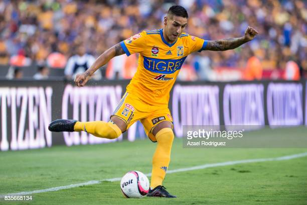 Ismael Sosa of Tigres kicks the ball during the 5th round match between Tigres and Pumas as part of the Torneo Apertura 2017 Liga MX at Universitario...
