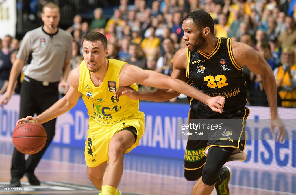 Ismet Akpinar of ALBA Berlin and Tekele Cotton of the MHP Riesen Ludwigsburg during the game between Alba Berlin and the MHP Riesen Ludwigsburg on february 6, 2016 in Berlin, Germany.