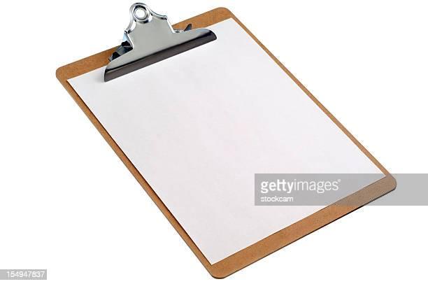 Isoliert Zwischenablage mit leeren Blatt Papier