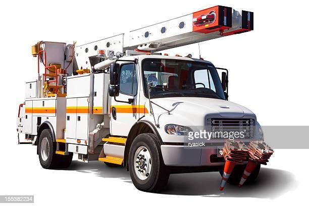 Camion utilitaire électrique isolé avec un Tracé de détourage sur fond blanc