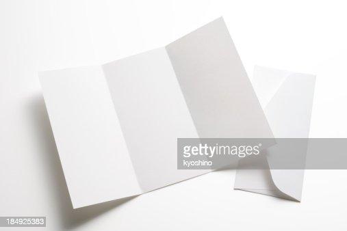 絶縁ショットの空白の小冊子、封筒に白背景