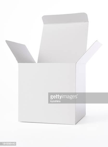 Coup de boîte vide isolé sur fond blanc