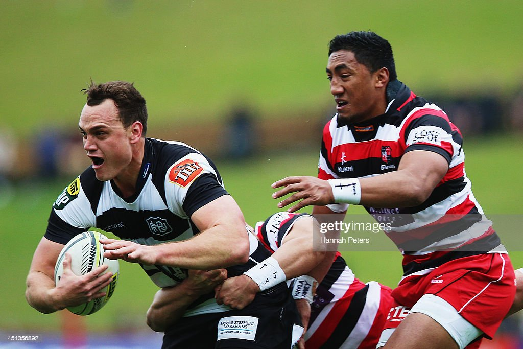 <a gi-track='captionPersonalityLinkClicked' href=/galleries/search?phrase=Israel+Dagg&family=editorial&specificpeople=2086281 ng-click='$event.stopPropagation()'>Israel Dagg</a> of the Hawke's Bay Magpies charges forward during the ITM Cup rugby game between the Counties Manukau Steelers and the Hawke's Bay Magpies at ECOLight Stadium on August 30, 2014 in Pukekohe, New Zealand.