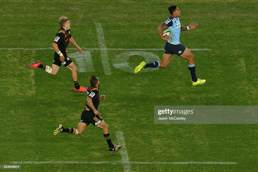 <a gi-track='captionPersonalityLinkClicked' href=/galleries/search?phrase=Israel+Folau&family=editorial&specificpeople=4194699 ng-click='$event.stopPropagation()'>Israel Folau</a> makes a break during the round 14 Super Rugby match between the Waratahs and the Chiefs at Allianz Stadium on May 27, 2016 in Sydney, Australia.