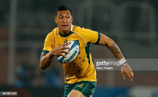 Israel Folau of Australia drives the ball during a match between Australia and Argetina as part of The Rugby Championship 2015 at Estadio Malvinas...
