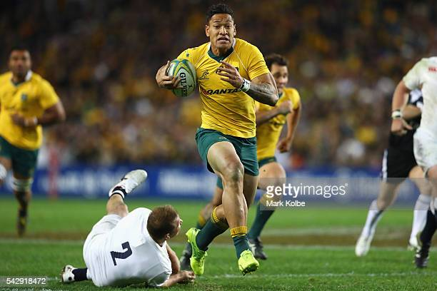 Israel Folau of the Wallabies breaks away to score a try during the International Test match between the Australian Wallabies and England at Allianz...
