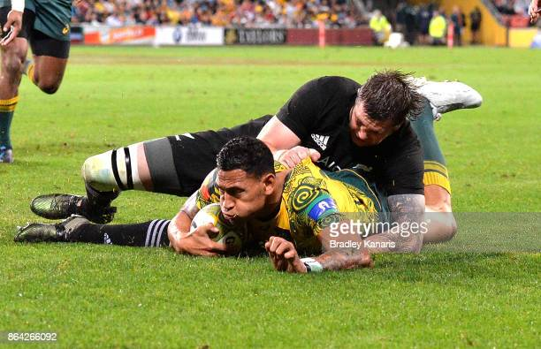 Israel Folau of the Wallabies scores a try during the Bledisloe Cup match between the Australian Wallabies and the New Zealand All Blacks at Suncorp...