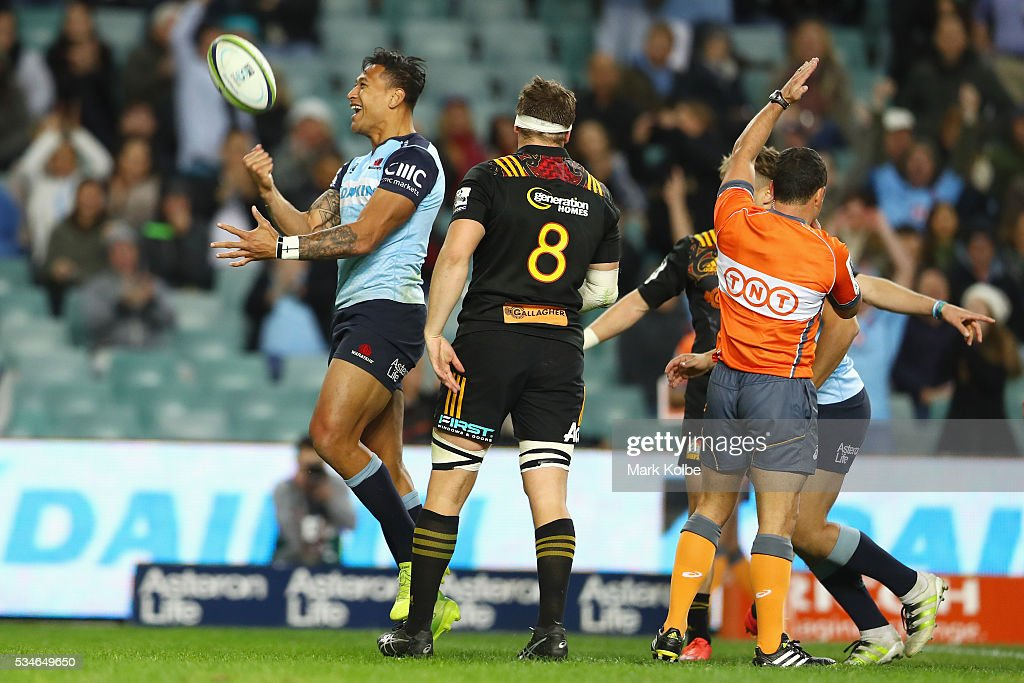 <a gi-track='captionPersonalityLinkClicked' href=/galleries/search?phrase=Israel+Folau&family=editorial&specificpeople=4194699 ng-click='$event.stopPropagation()'>Israel Folau</a> of the Waratahs celebrates scoring a try during the round 14 Super Rugby match between the Waratahs and the Chiefs at Allianz Stadium on May 27, 2016 in Sydney, Australia.