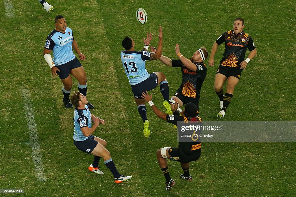 Israel Folau contests a high ball during the round 14 Super Rugby match between the Waratahs and the Chiefs at Allianz Stadium on May 27, 2016 in Sydney, Australia.