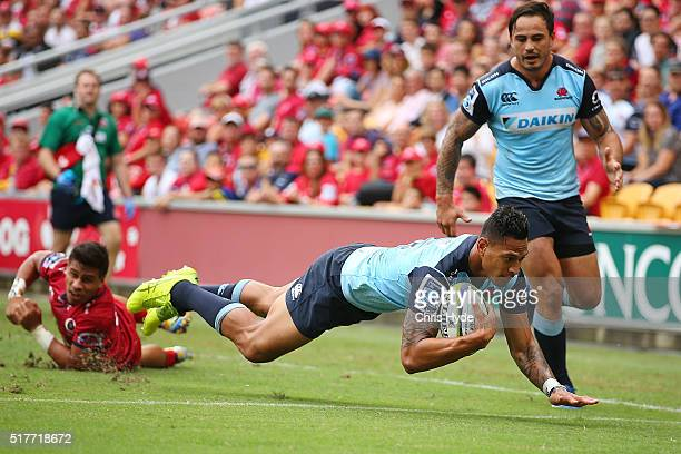 Israel Folau of the Waratahs dives to score a try during the round five Super Rugby match between the Reds and the Waratahs at Suncorp Stadium on...