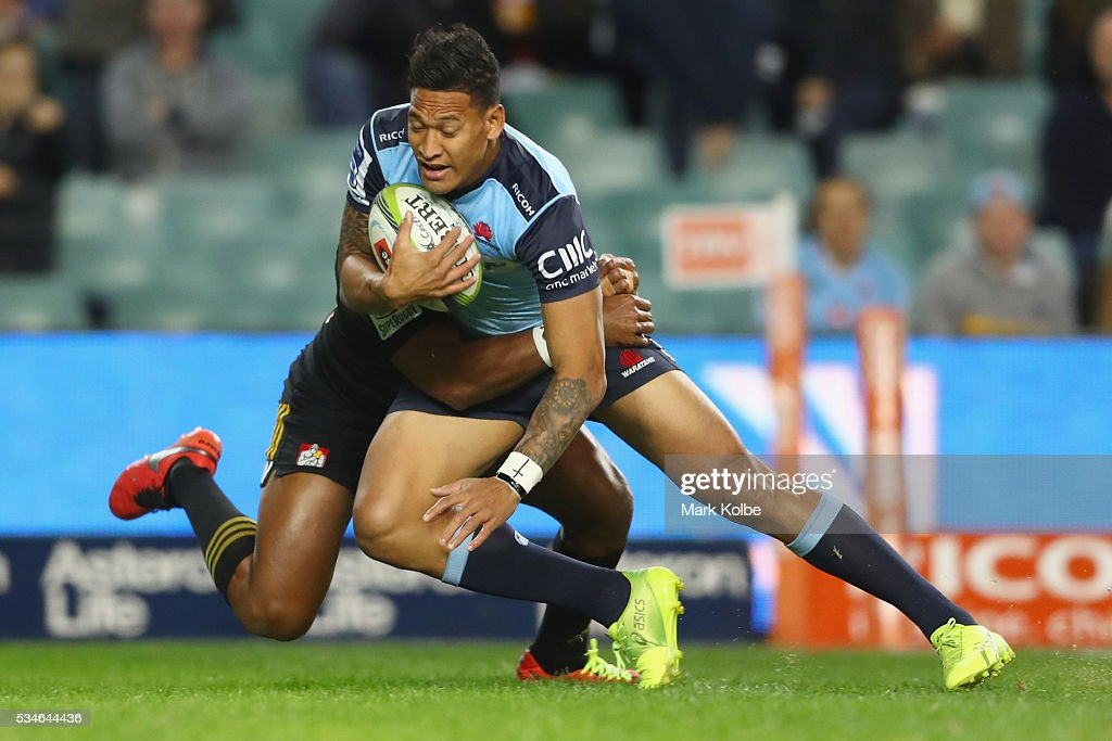 <a gi-track='captionPersonalityLinkClicked' href=/galleries/search?phrase=Israel+Folau&family=editorial&specificpeople=4194699 ng-click='$event.stopPropagation()'>Israel Folau</a> of the Waratahs is tackled during the round 14 Super Rugby match between the Waratahs and the Chiefs at Allianz Stadium on May 27, 2016 in Sydney, Australia.