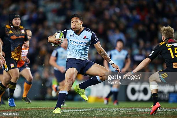 Israel Folau of the Waratahs makes a break during the round 14 Super Rugby match between the Waratahs and the Chiefs at Allianz Stadium on May 27...