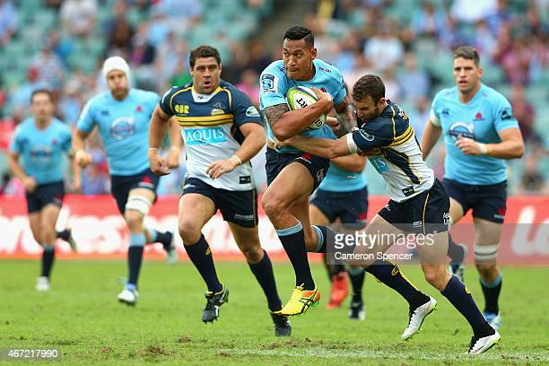 Israel Folau of the Waratahs makes a break during the round six Super Rugby match between the Waratahs and the Brumbies at Allianz Stadium on March...