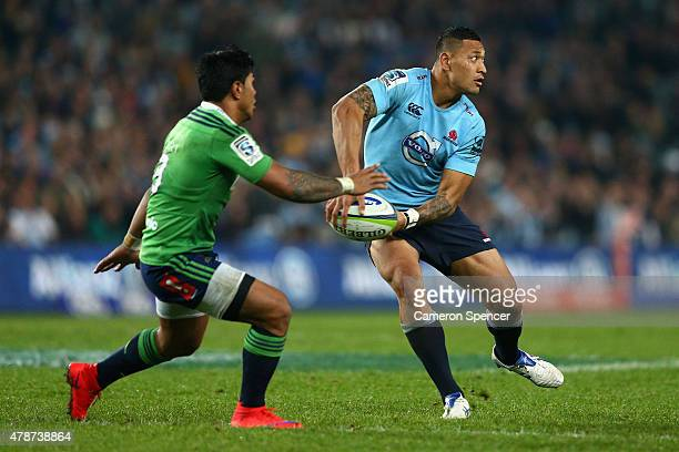 Israel Folau of the Waratahs passes during the Super Rugby Semi Final match between the Waratahs and the Highlanders at Allianz Stadium on June 27...